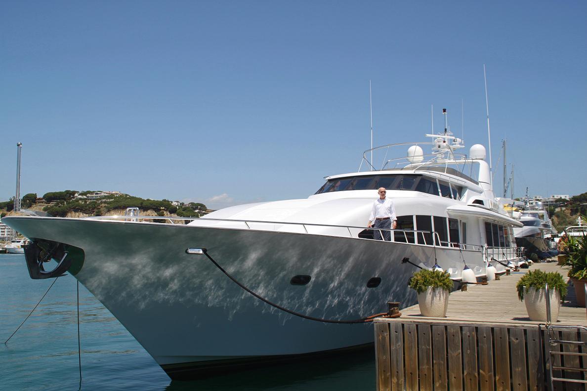 Yachts are prepared Varador 2000 to navigate the summer season