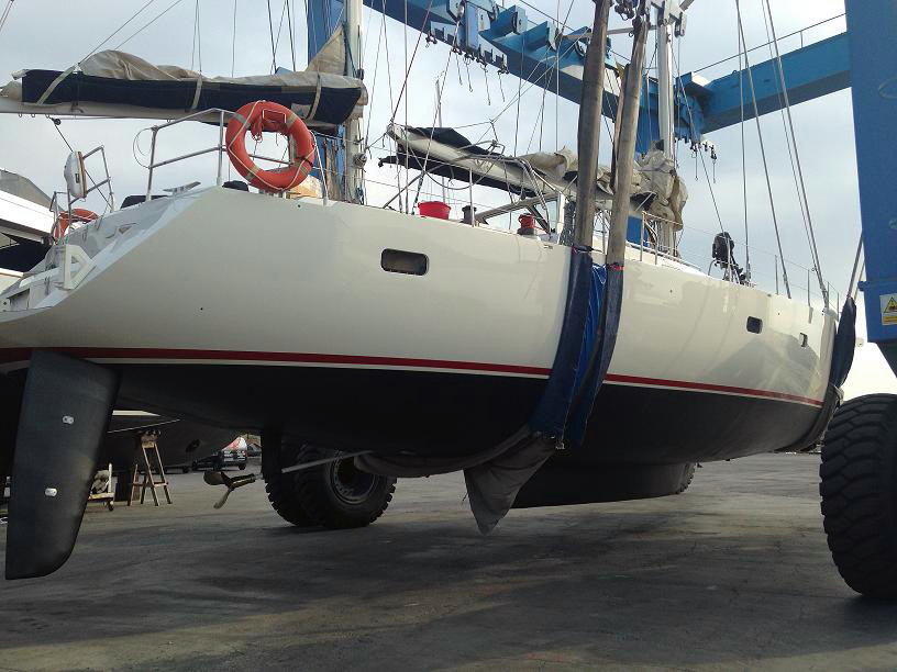 Comprehensive refit a sailboat Alubat 58 major reforms in the stern and the bow